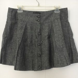 Gray, pleated skirt with pockets